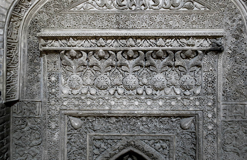 Stucco relief of the Historic Jameh Mosque