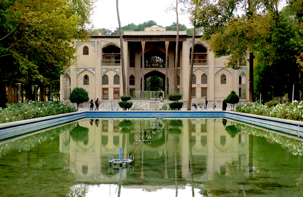 Hasht Behesht Palace - Photo by Mahshid Mazaheri