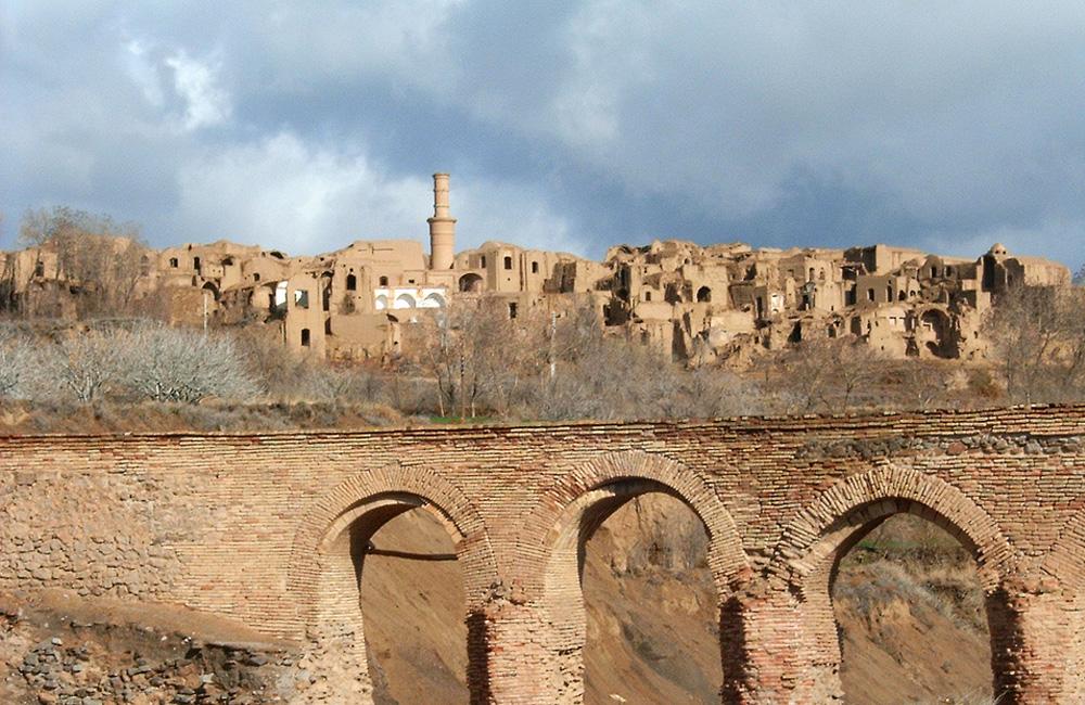 Monar Jonban Kharanegh (Shaking Minarets or Menar-e Jonban)