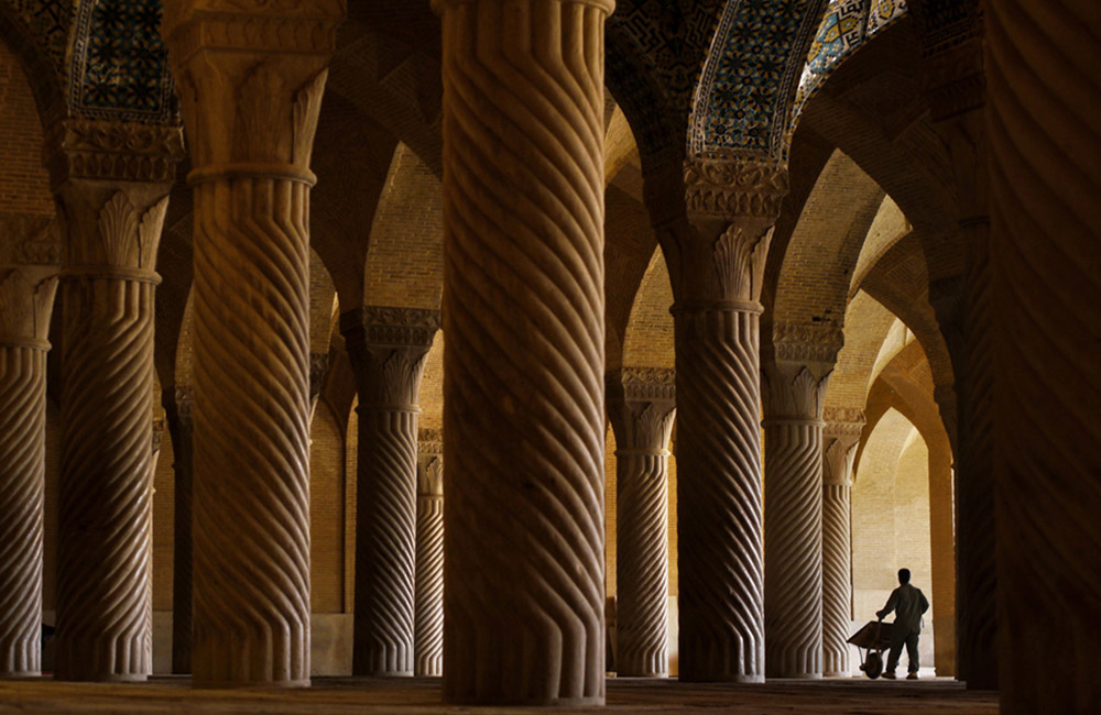 the Vakil mosque also has some distinctive features